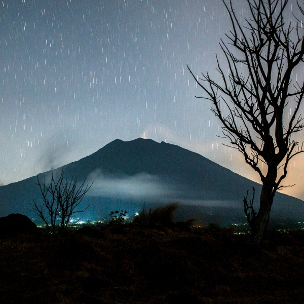 Bali Volcano Mount Agung at night-159532.jpg78577268