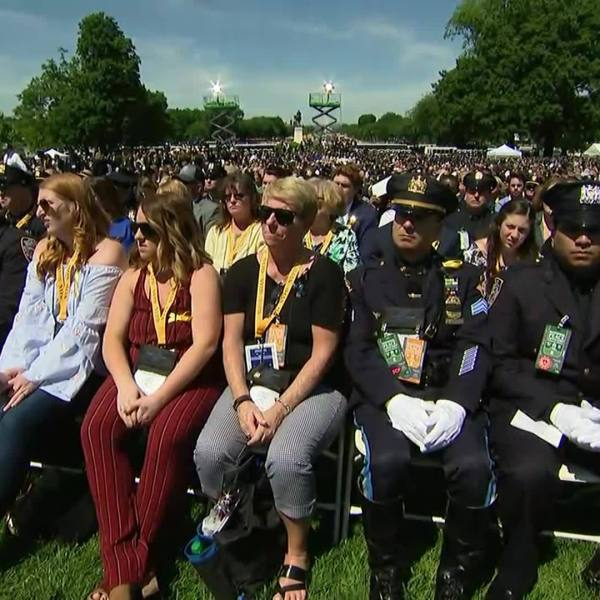 Police officers gather in Washington to pay tribute to the fallen