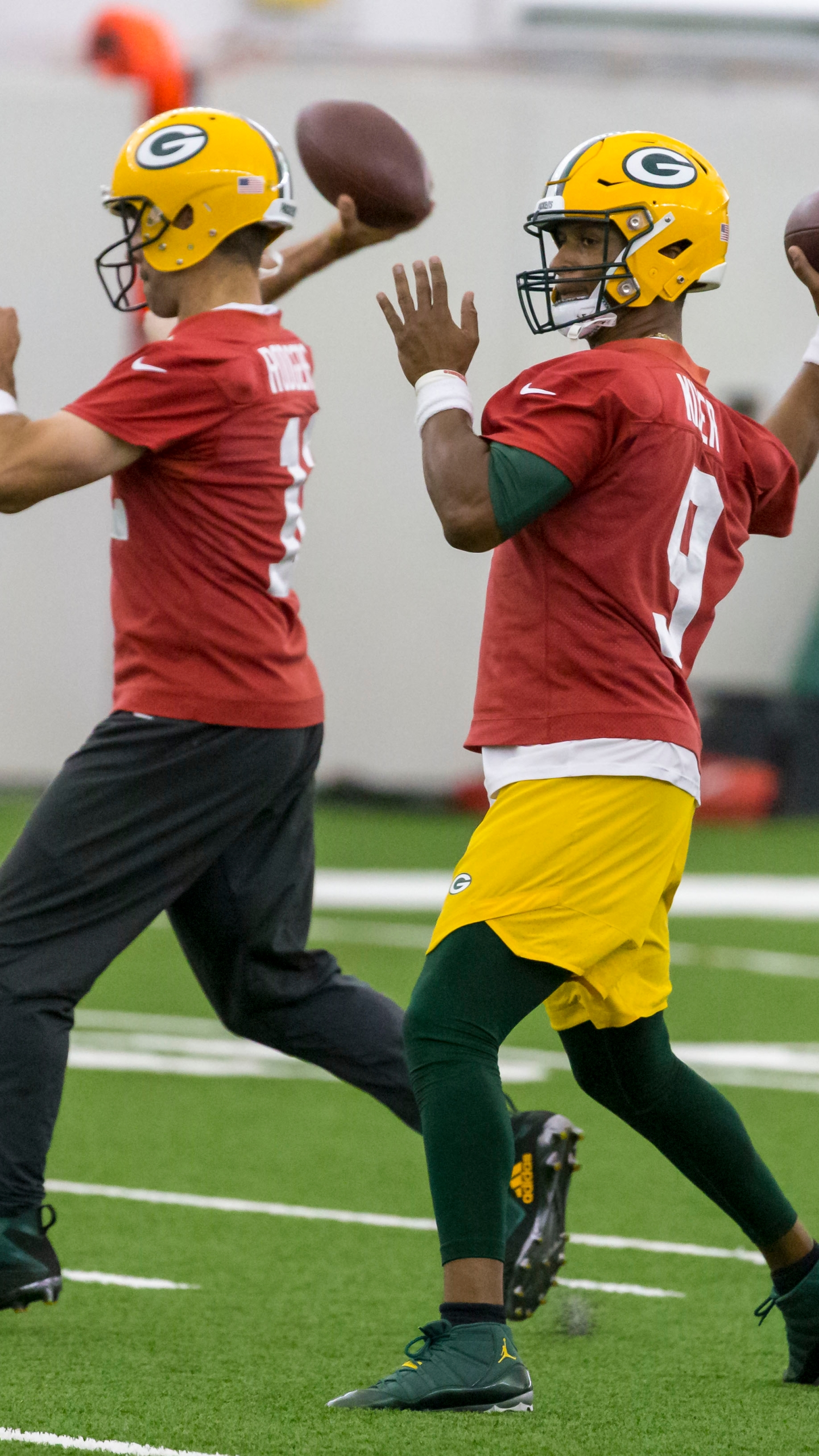 Rodgers and Kizer throw in Packers practice
