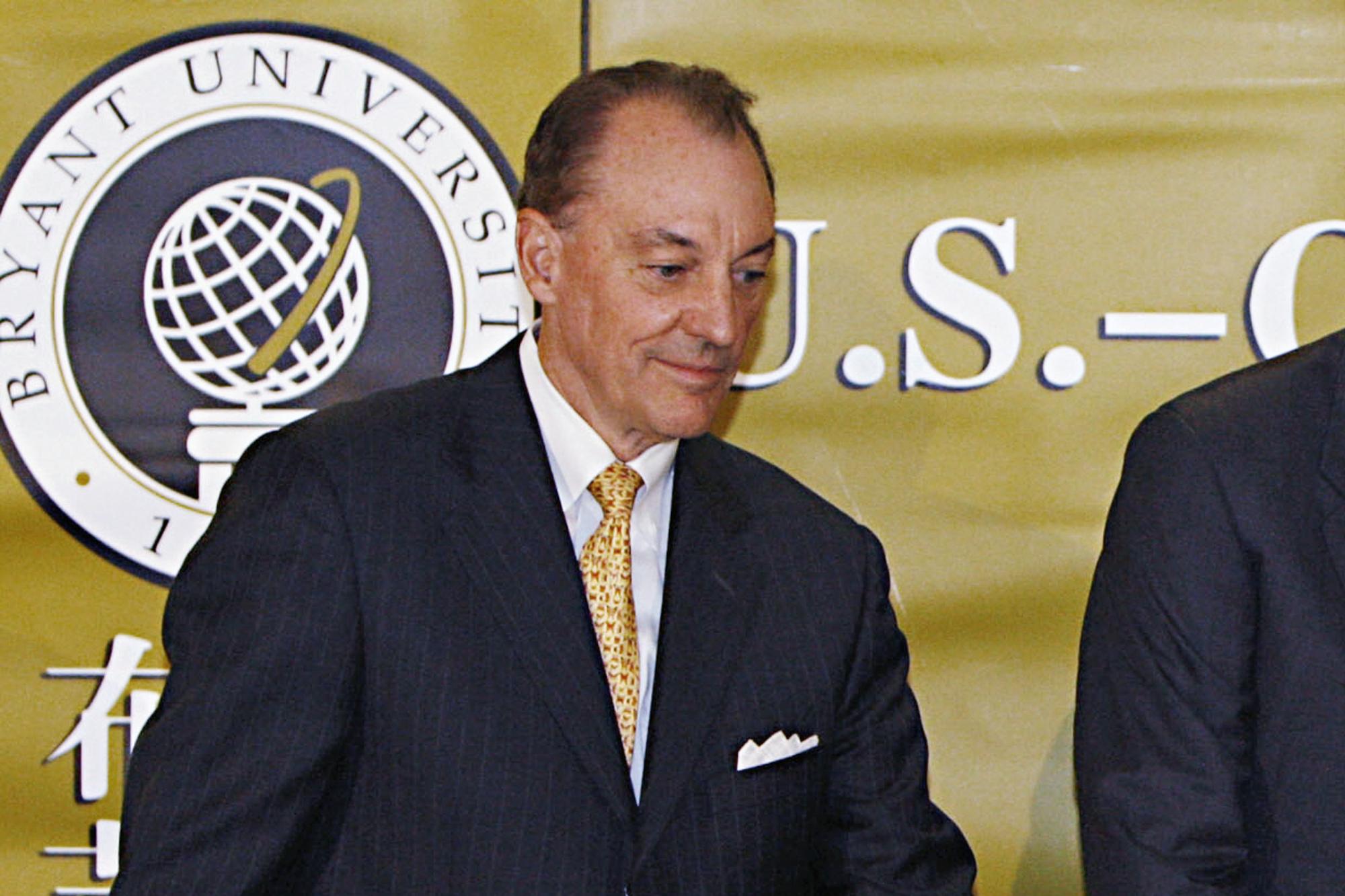 George H.W. Bush, Fan Jianchuan, Ronald K. Machtley