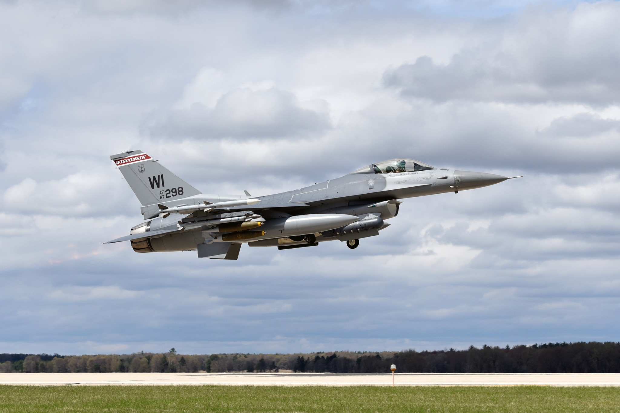 Wisconsin National Guard resumes F-16 flights after crash