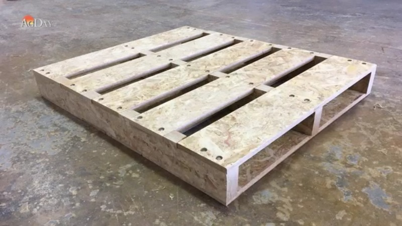A NEW USE FOR CORN RESIDUE: SHIPPING PALLETS