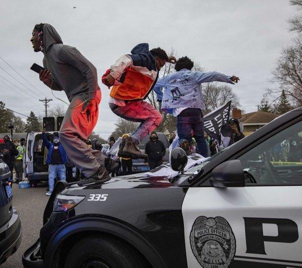 Minnesota officer meant to draw Taser, not handgun