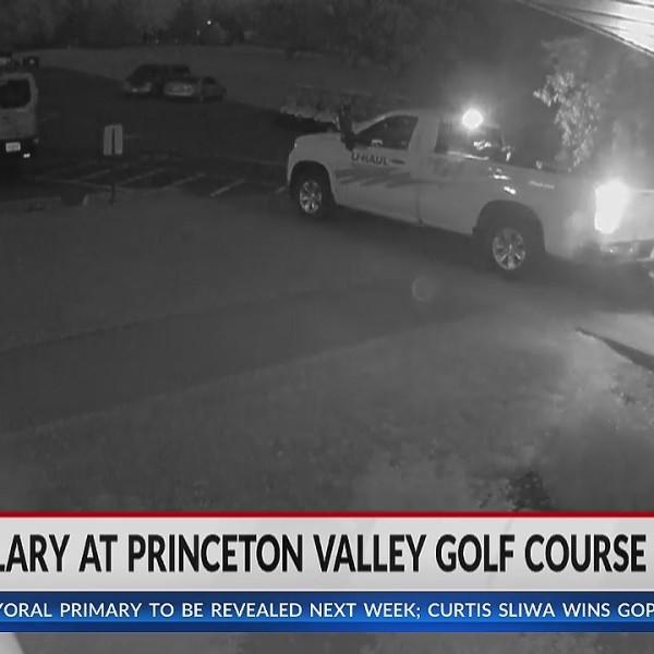 Eau Claire golf course owners prevent burglary, chasing theives through neighborhood